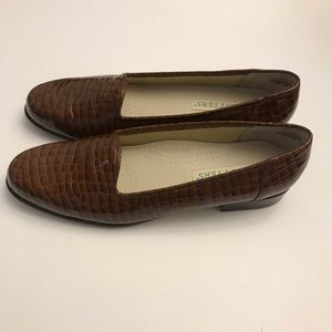 Trotters Women Brown Leather Flats Shoes Size 10